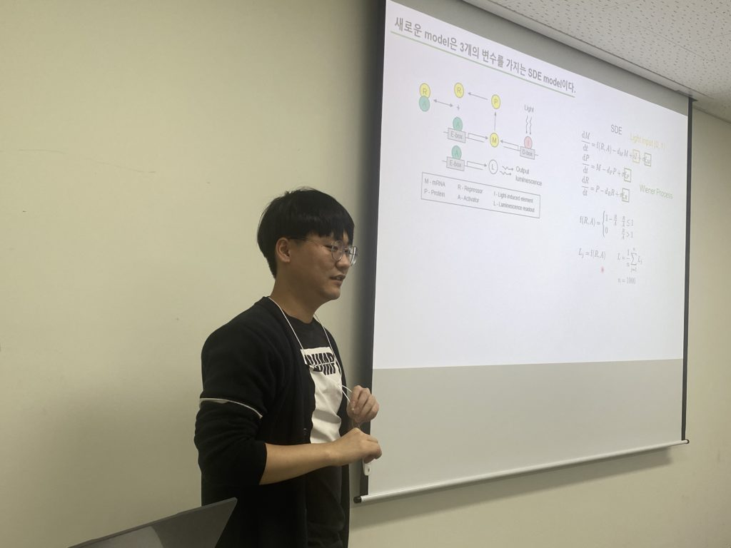 Yun Min Song gave a talk on a stochastic oscillator model that simulates the entrainment of vertebrate cellular clocks by light