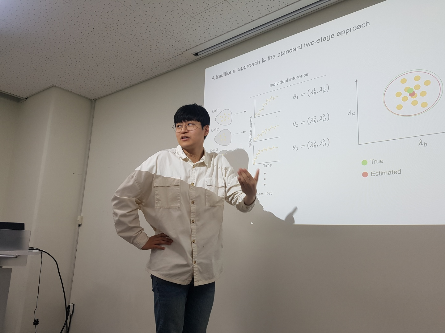 """Dae Wook Kim gave a talk on """"A simple and flexible computational framework for inferring sources of heterogeneity from single-cell dynamics"""" at the Journal Club"""