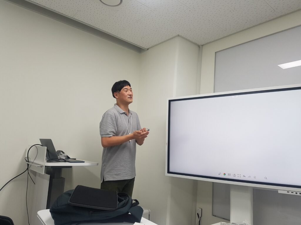 Jong Hyuk Byun gave a talk titled 'Inference method for a stochastic target-mediated drug disposition model via ABC-MCMC' at the IBS Biomedical Mathematics Seminar