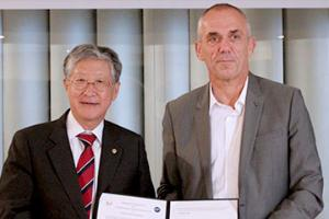 IBS and CNRS Sign MOU for Scientific Collaboration in Quantum NanoScience and Laser Science.
