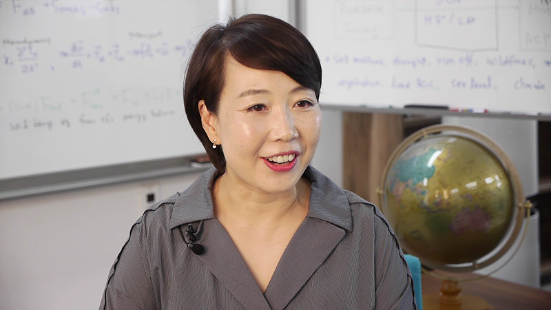 Lee is working on the multi-year to decadal prediction of Earth System components based on the comprehensive Earth System Models. She is Research Fellow of the IBS Center for Climate Physics (ICCP) and also work as an assistant professor of Research Center for Climate Sciences, Pusan National University.