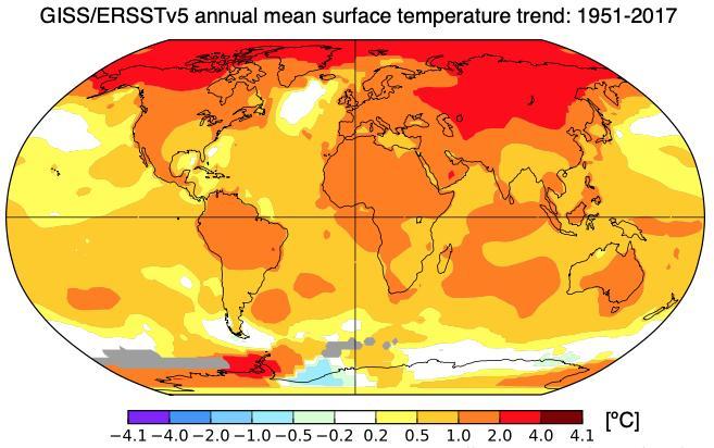 1951년부터 2017년까지 지난 67년 간 연평균 지표기온 상승추세. 붉은색일수록 온난화가 강하게 나타났다는 의미로 시베리아, 북 캐나다, 알래스카 등 북극해 지역에서 온난화가 유독 심함을 확인할 수 있다.