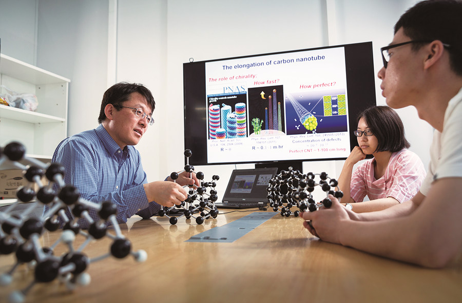 Professor Ding's theoretical research group at CMCM studies diverse carbon materials (Credit: UNIST)