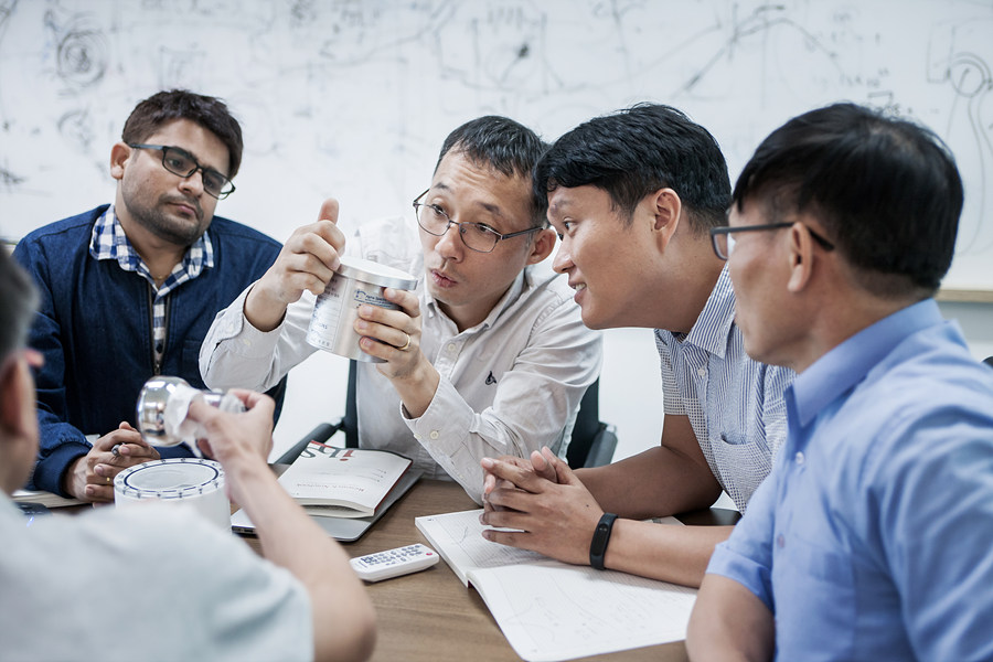 김영덕 단장이 이끄는 지하실험 연구단은 암흑물질데 핵심 연구 역량을 결집하고 중성미자 탐구 등 해당 분야를 선도하고 있다는 평가 결과를 받았다.