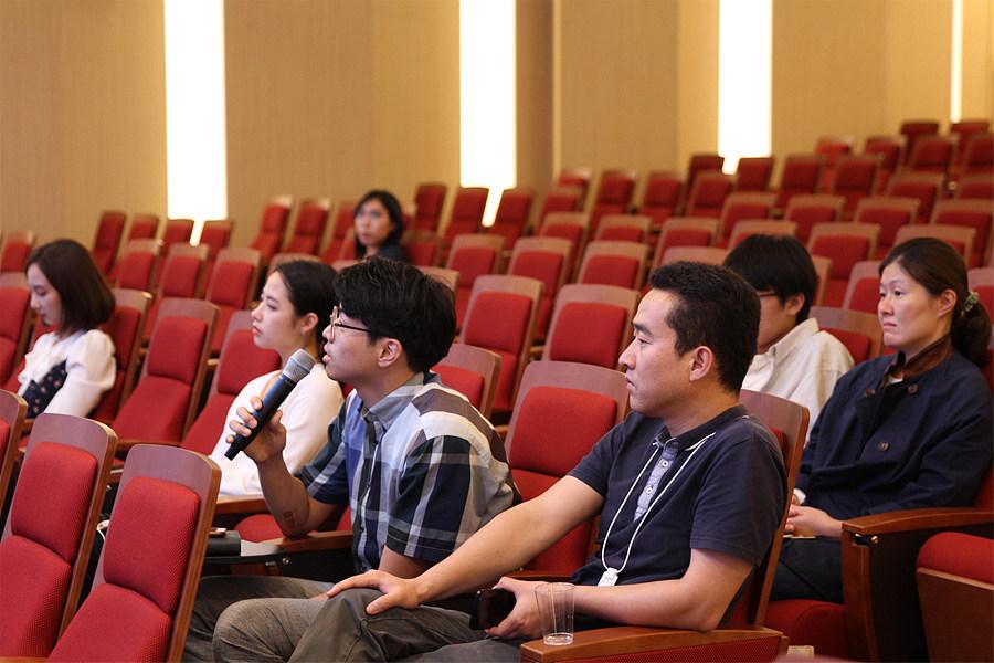 식물생명 윤리에 대해 질문하는 청중