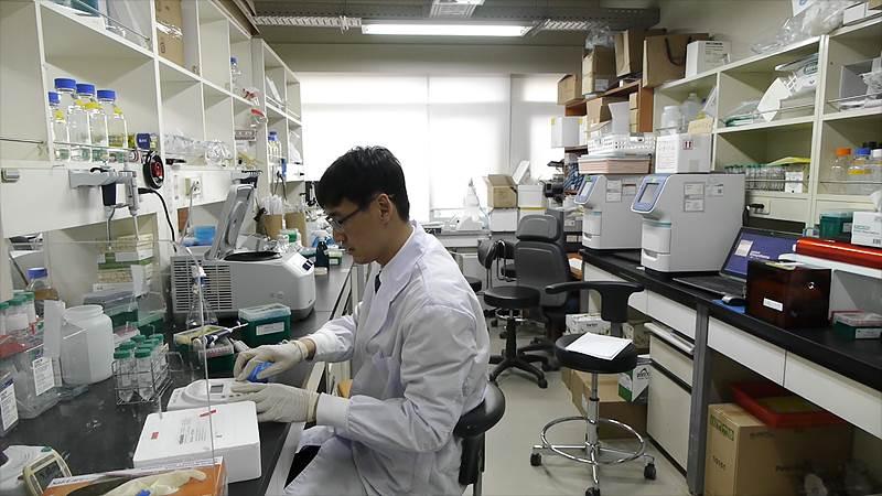 권성철 연구위원은 rna 연구단 내에서 기술지원팀 리더 역할도 맡고 있다. 탄탄한 준비는 모든 실험의 필수요건. 좋은 실험 재료를 준비하는 데만 수개월의 노력이 드는 경우도 있다고. 권 연구위원은 다른 연구원들이 아이디어를 내는데 집중할 수 있도록 기술지원팀이 이러한 과정을 전문적으로 담당하고 있습니다고 말했다.