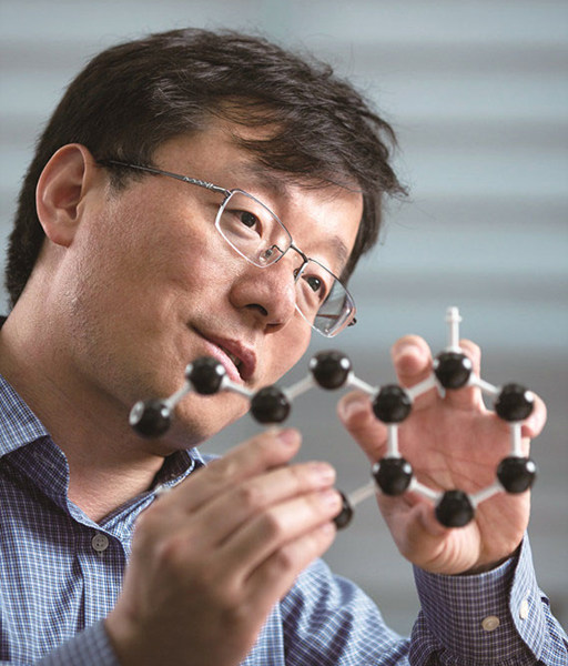 Feng Ding, Group leader of the IBS Center for Multidimensional Carbon Materials (CMCM) (Credit: UNIST)