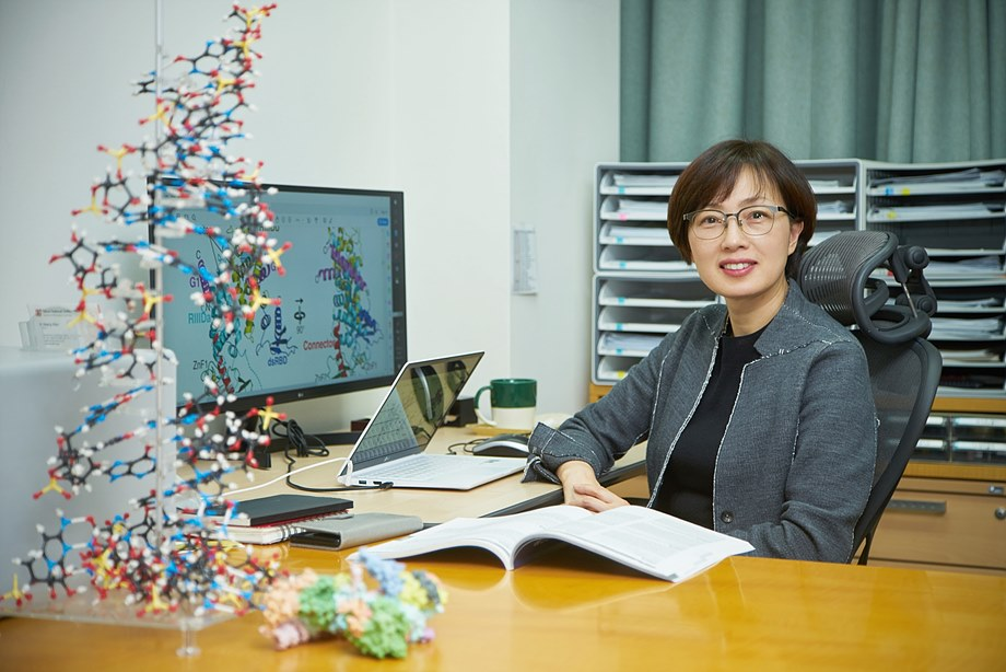 IBS RNA 연구단 김빛내리 단장은 기초의학 분야에서 뛰어난 업적을 이룬 의과학자들에게 수여되는 제12회 아산의학상을 수상했다. 김빛내리 단장은 마이크로RNA 연구를 선도하는 세계적 권위자로 의과학 분야에 큰 기여를 하고 있다. (사진제공 = 아산사회복지재단)