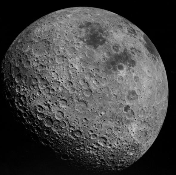 아폴로 16호가 1972년 촬영한 달의 뒷면. (출처: 나사(NASA))