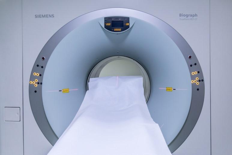신체 내부를 진단하기 위한 자기공명영상(MRI) 장치에도 전기저항을 없앤 초전도 자석이 사용된다. (출처: Pixabay)