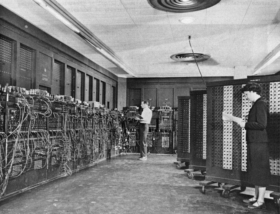1940~50년대의 얼리어댑터의 필수품(?), 에니악. 무게만 30톤 급의 크고 아름다운 본체를 가졌다. (출처: 퍼블릭 도메인, 위키미디어 커먼스)