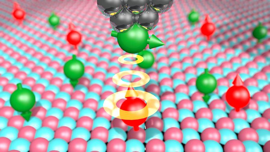 자성을 띤 티타늄(적색)과 철(녹색) 원자들이 산화마그네슘 막 위에 놓여 있다. 스핀클러스터(가장 위 초록색)가 붙어 있어 자기공명영상을 측정할 수 있는 주사터널링현미경 탐침(은색)이 원자의 스핀 공명 신호를 감지한다.