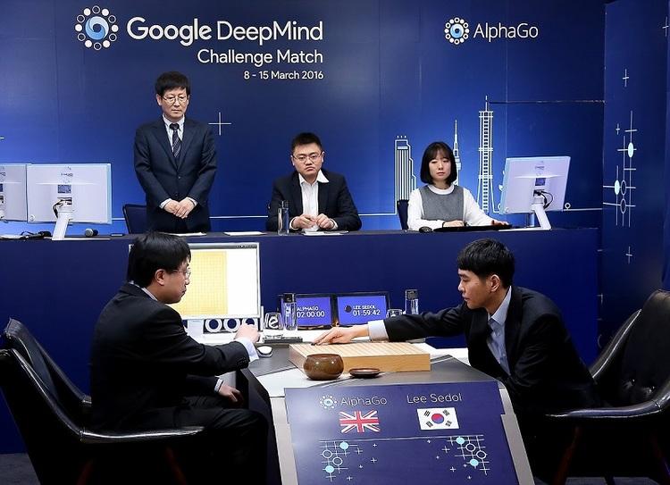 2016년 이세돌 9단과 바둑 대국을 펼쳤던 구글 딥마인드의 인공지능 '알파고'는 다섯 번의 대국 가운데 네 번을 승리하며 세간의 관심을 모았다. (출처: 한국기원)