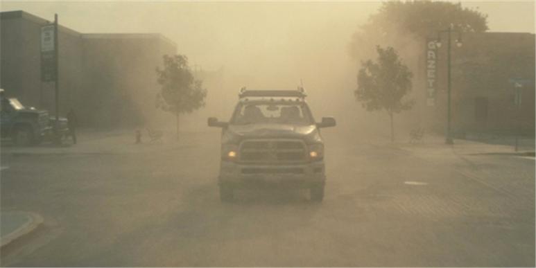 영화 '인터스텔라'에는 지구온난화로 인해 지구 전체가 건조해지면서 수시로 모래폭풍이 불어 사람들이 이 때문에 고통받는 모습이 등장한다. (IMDb 제공)