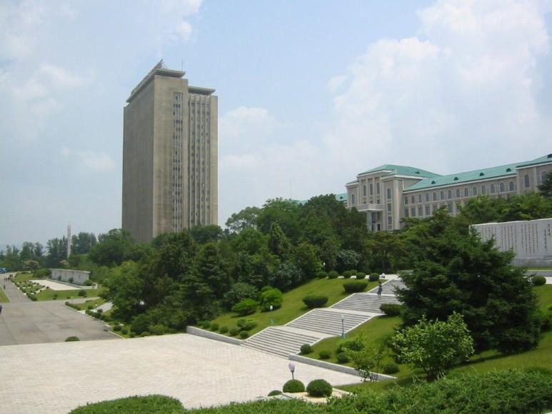 김일성 종합대학 전경 (출처: 나무위키)