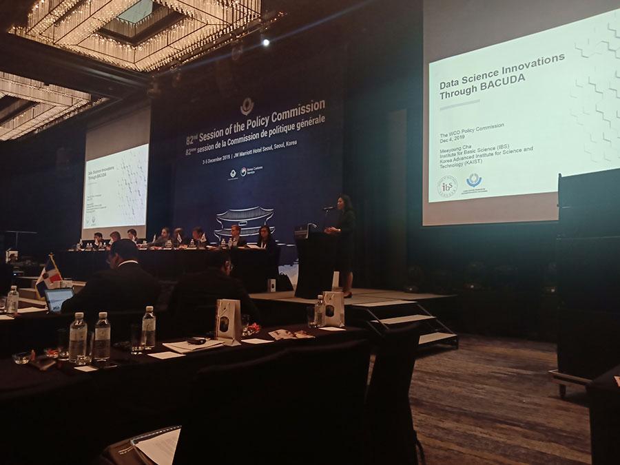 [그림4] 지난 12월 서울에서 열린 82번째 WCO 정책위원회에서 차미영 CI가 기조연설을 펼치고 있다.