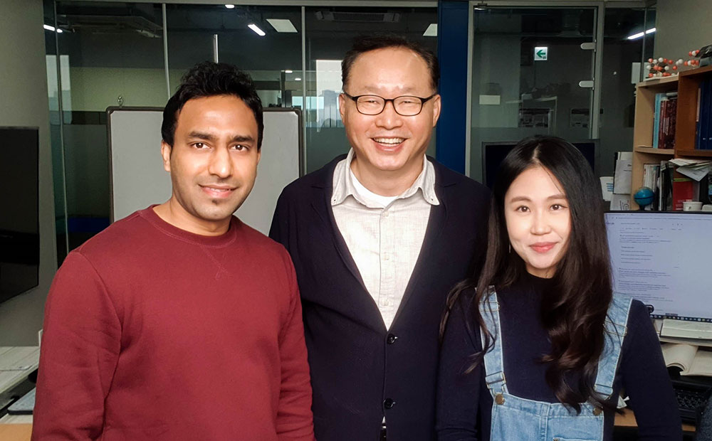 Figure 3. ( Left to right ) Ashwani Kumar (Co-1st author), Prof. Hyoung Lee (Corresponding author) and Jinsun Lee (Co-1st author). (Credit: IBS)