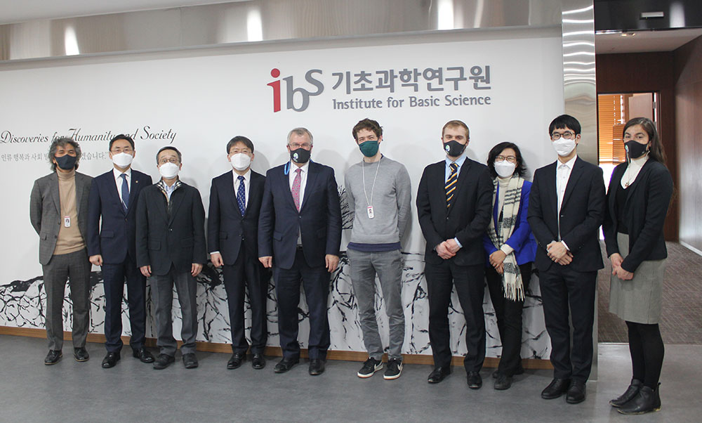 A group photo of the British delegation and IBS participants.