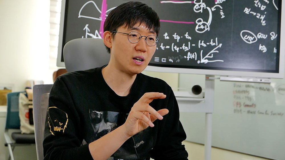 PARK Sungkyu from the IBS Data Science Group. The goal of his research is to use data analysis to study mental illnesses in patients and devise appropriate programs for the treatment.