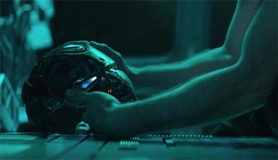 아이언맨으로 대표되는 히어로 군단 어벤져스는 웨어러블 기기(무기)로 무장한 영웅들을 그려낸 대표적인 영화다.어벤져스 이전에도 다양한 영화들이 우리의 상상력을 자극하고는 했다.   (월트디즈니컴퍼니코리아 제공)