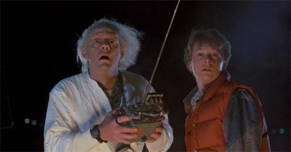 1985년 개봉한 영화 '백투터퓨처(네이버 영화 소개에는 무려 <빽 투더 퓨쳐>라고 표기되어 있다)'는 웨어러블이 등장한 SF영화의 시조새 역할을 톡톡히 하고 있다. (유니버설픽처스 제공)