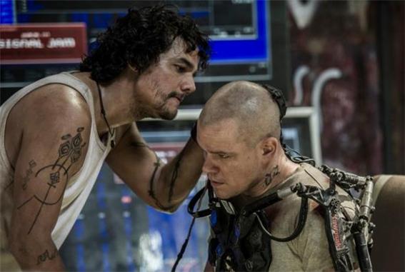 2013년 개봉한 영화 '엘리시움'에는 인간의 신체적 한계를 돌파할 수 있는 웨어러블 기기가 등장한다. (소니픽처스 제공)