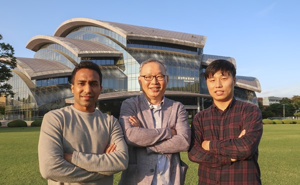 (Left to right) Ashwani Kumar (1<sup>st</sup> author), Prof. Hyoung Lee (corresponding author), and Xinghui Liu (co-1<sup>st</sup> author)